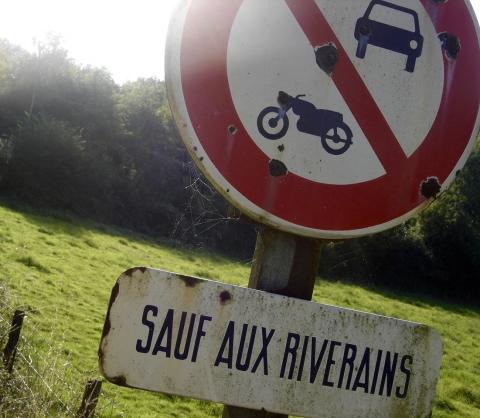 interdit,riverains,