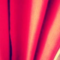 rouge,rideau,